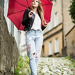 Z czerwonym parasolem przez miasto...