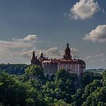 Zamek Ksi�� w letniej ods�onie